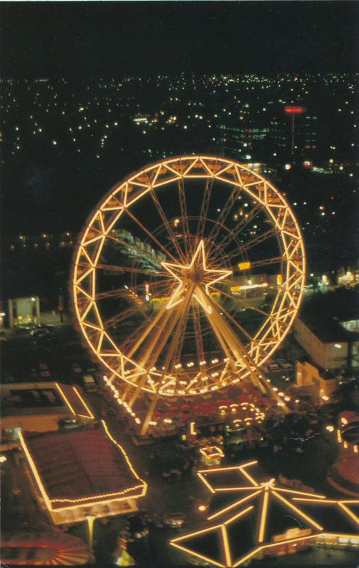 Giant Ferris Wheel at Maple Leaf Village - Niagara Falls, Ontario, Canada