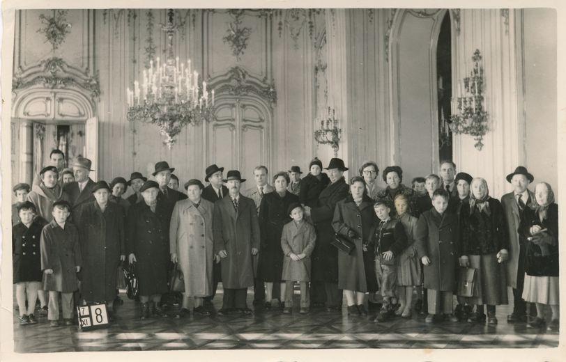 RPPC Visitors to Schoenbrunn Castle - Vienna, Austria - Wien, Österreich - Real Photo