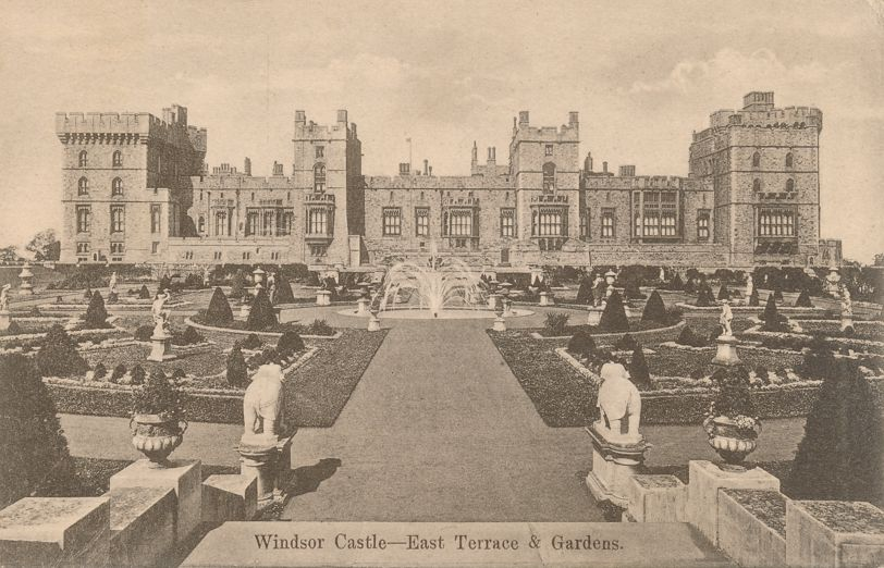 (2 cards) Windsor Castle, Berkshire, England, United Kingdom - Divided Back