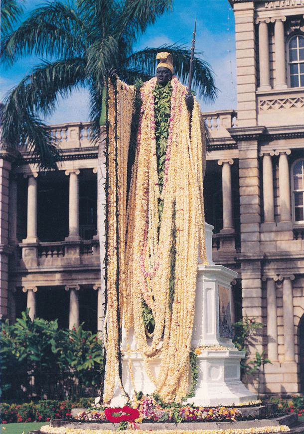 Honolulu, Hawaii - Lei Draped Statue of King Kamehameha I