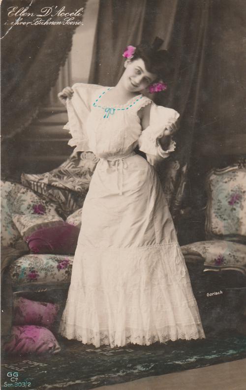 Pretty Lady - Actress - Dancer - Ellen D'Acceli - Divided Back