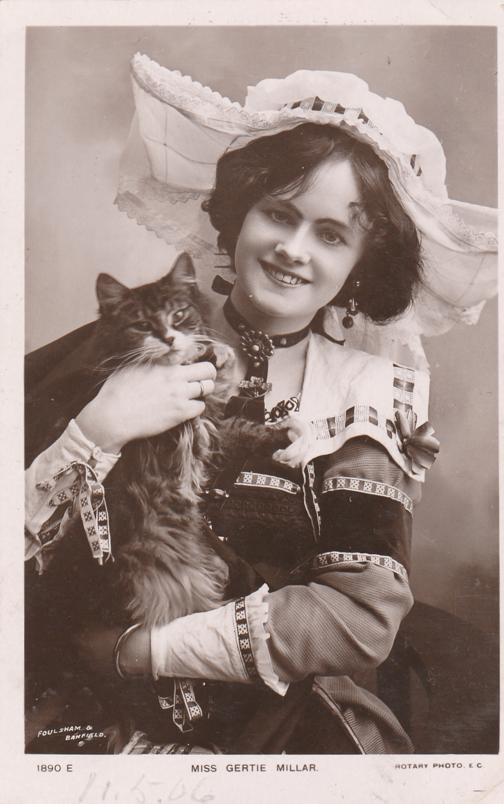 RPPC Miss Gertie Millar with Cat - English Actress and Singer 1879-1952 - pm 1906 - Real Photo