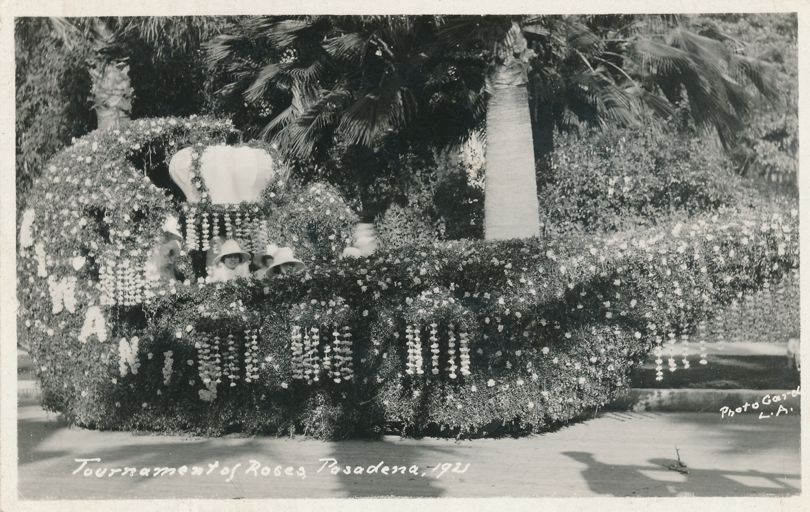 RPPC Tournament of Roses Parade - 1921 - Kiwanis Float - Pasadena, California - Real Photo