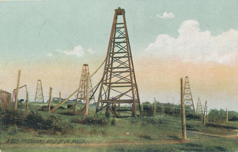 Rich Producing Field of Oil Wells - Location not specified - Divided Back